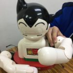 ITえき塾で教材として使っている2足歩行ロボット「鉄腕アトムを作ろう」の左腕も完成!