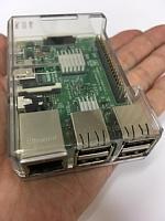 ITえき塾で教材として使っている手のひらサイズの教育用コンピューター ラズベリー・パイ