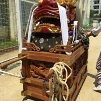 御霊神社の夏祭りの獅子講の大獅子。出発前の西船場小学校の校庭にて