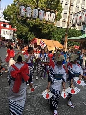 御霊神社の夏祭りの西船場獅子講の宮入り