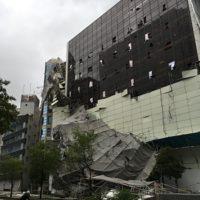 台風21号で被害を受けた大阪市西区の東洋ゴムのビル