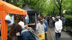 靱公園バラ祭2017年でのふれあいカフェの風景(大阪市西区)
