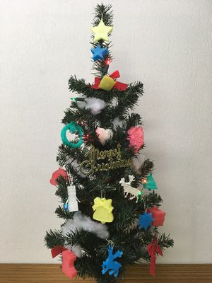 3Dプリンターの制作物で飾ったITえき塾のクリスマスツリー