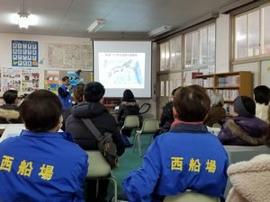 大阪・西船場地域で防災講演会を地域の皆さんで拝聴している様子(西船場小学校にて)